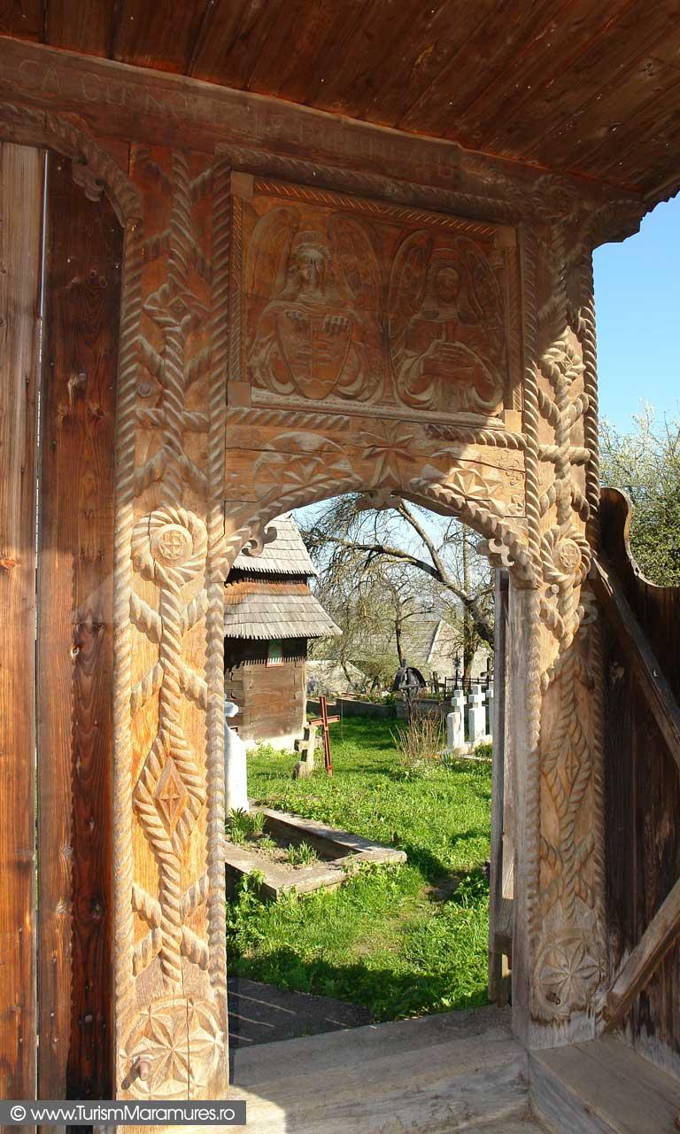 Poarta-bisericii-Hoteni
