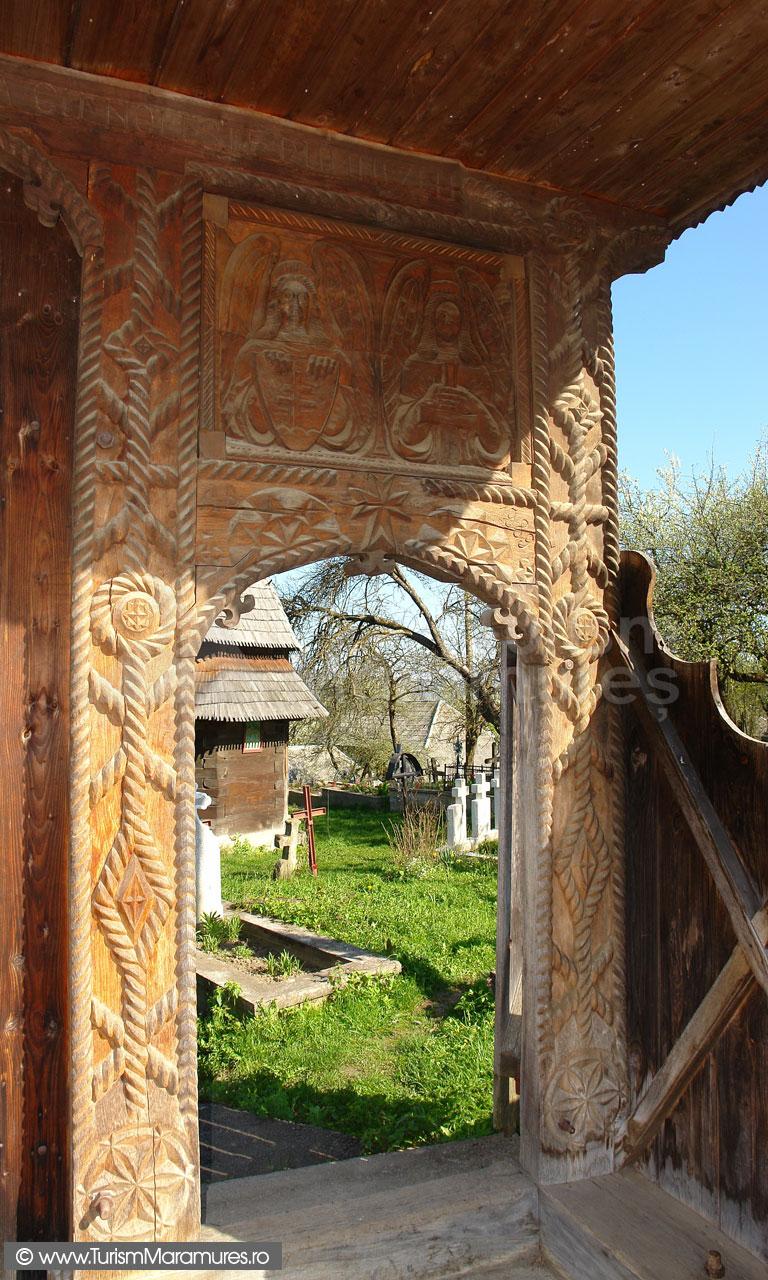 11_Poarta-biserica-Hoteni-Maramures