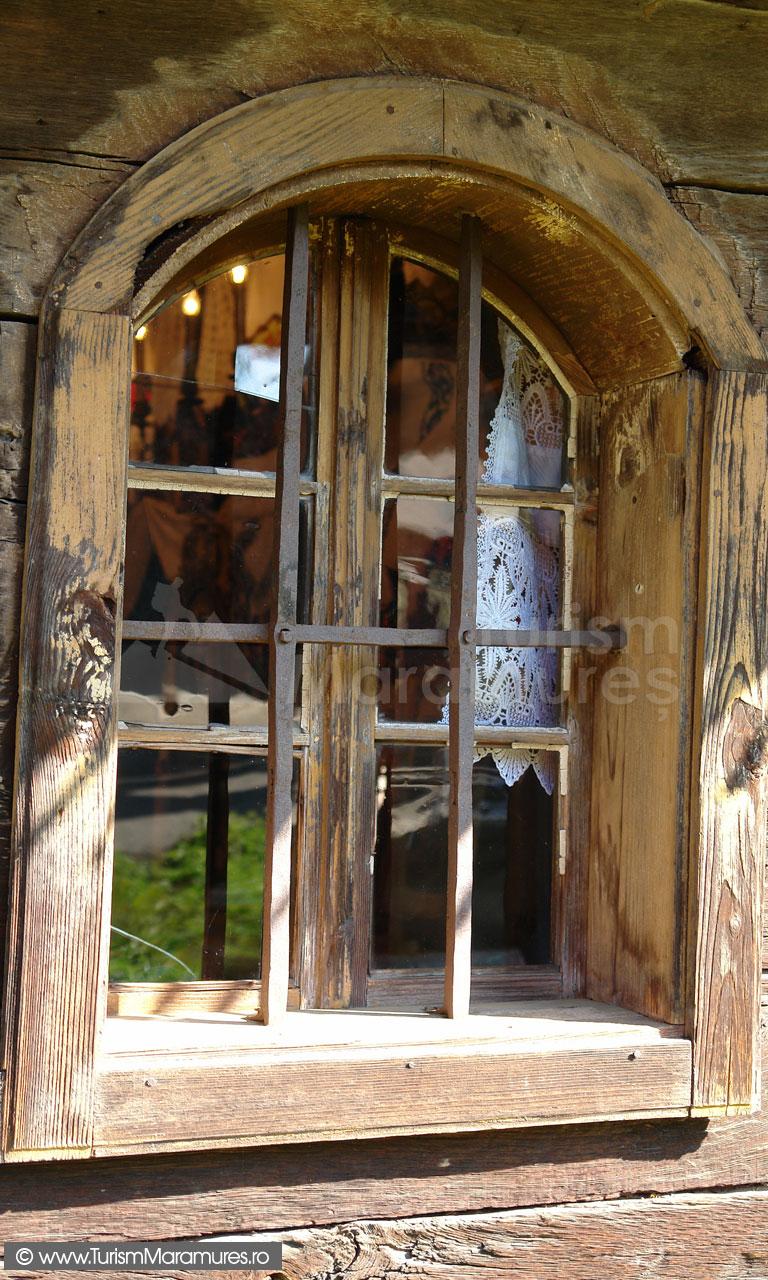13_Biserica-din-Hoteni-Maramures