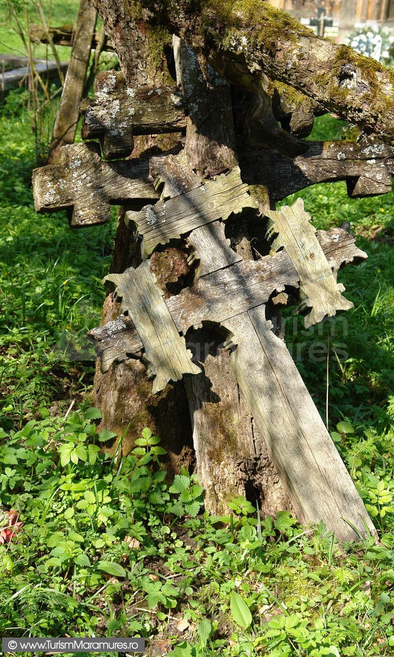 44_Cruci-de-lemn-vechi-Breb-Maramures