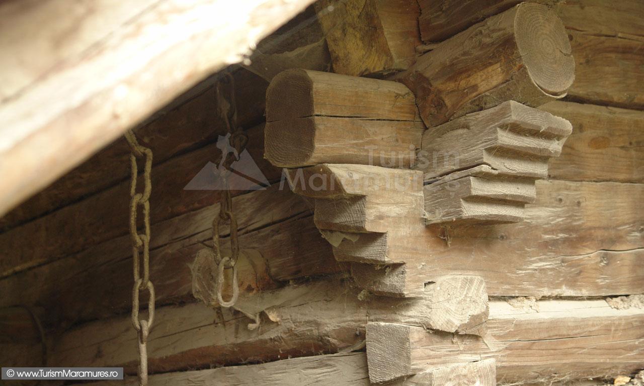 14_Imbinari-casa-maramures-de-lemn-Budesti