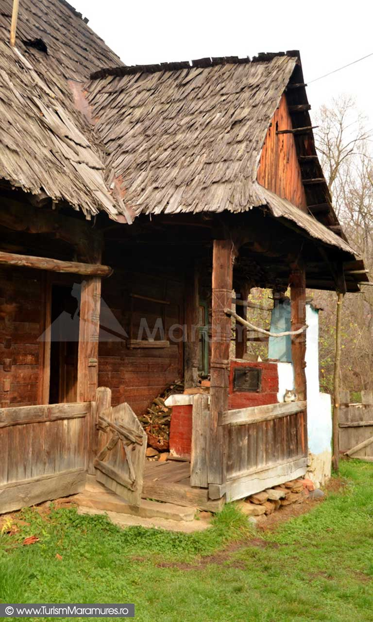 10_Casa-Feresti-Maramures-casa-cu-cuptor-pe-tarnat
