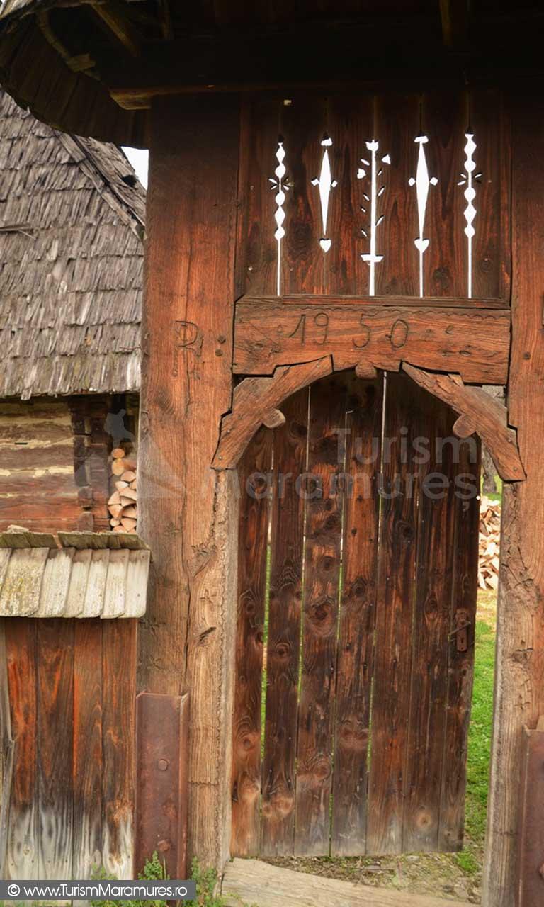 25_Cornesti_Valea-Cosaului_poarta-traditionala