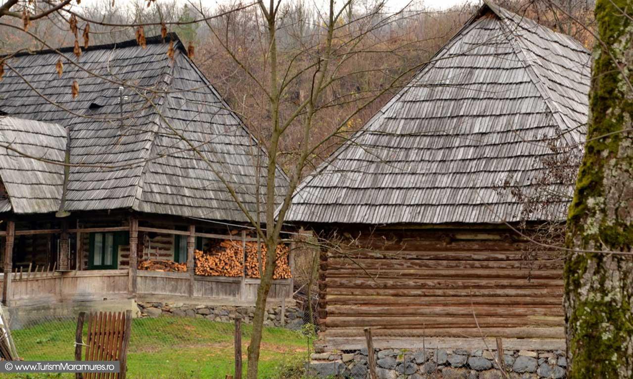 61_Valea-Cosaului-Budesti-gospodatrie-pe-Raul-Mare