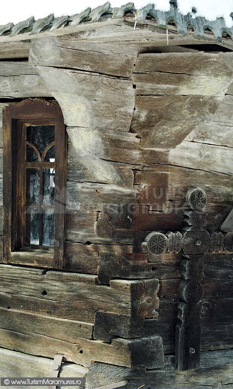 Biserica-lemn-Sfintii-Arhangheli-Mihail-si-Gavril-Vima-Mica-Maramures_02