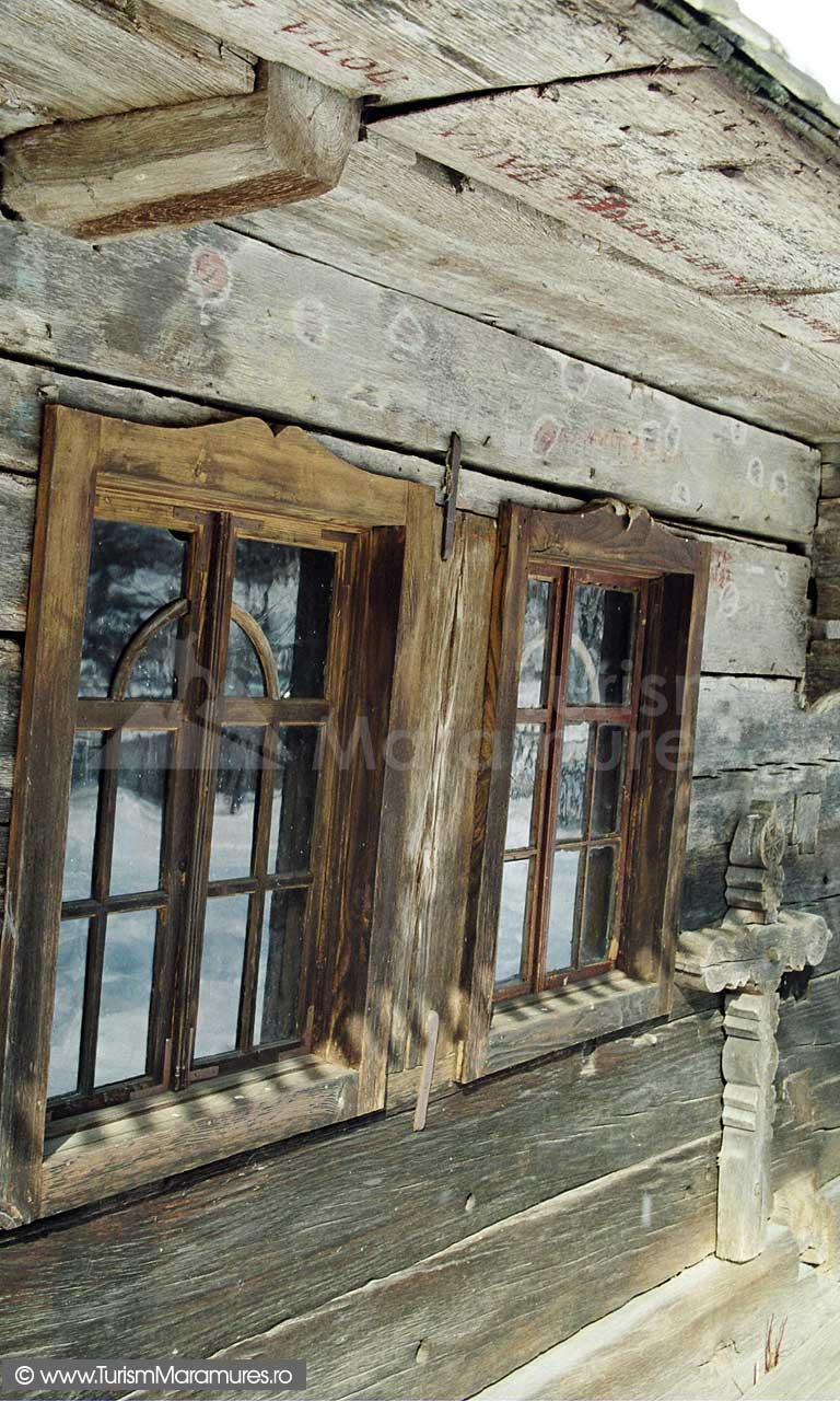 Biserica-lemn-Sfintii-Arhangheli-Mihail-si-Gavril-Vima-Mica-Maramures_03