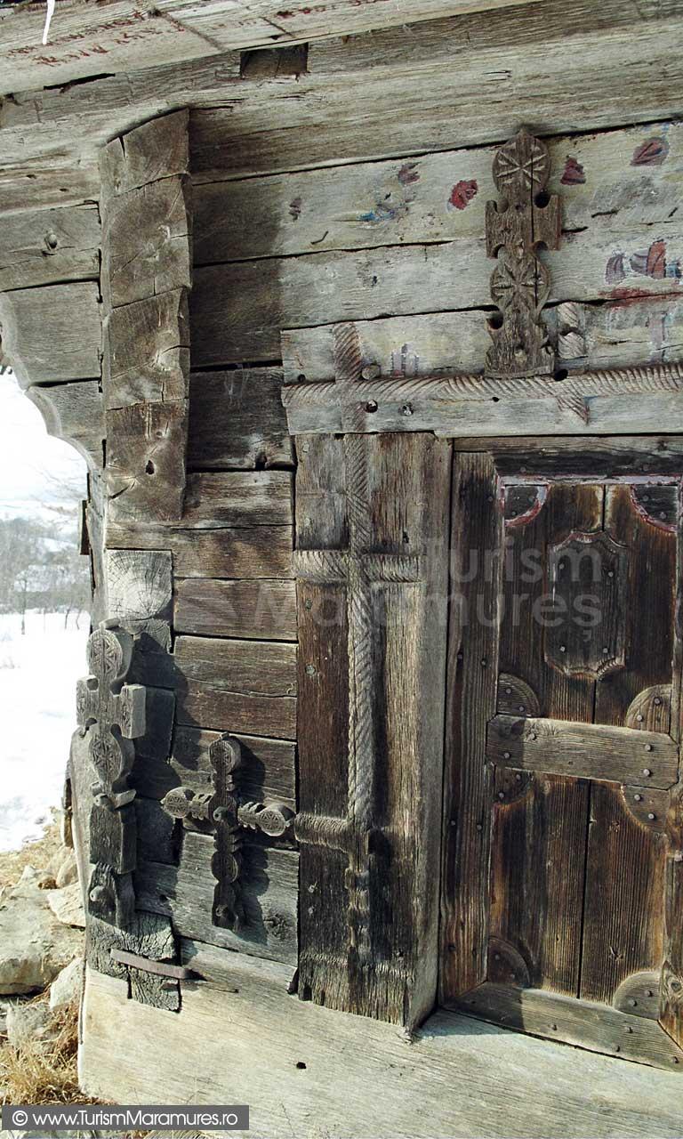 Biserica-lemn-Sfintii-Arhangheli-Mihail-si-Gavril-Vima-Mica-Maramures_05