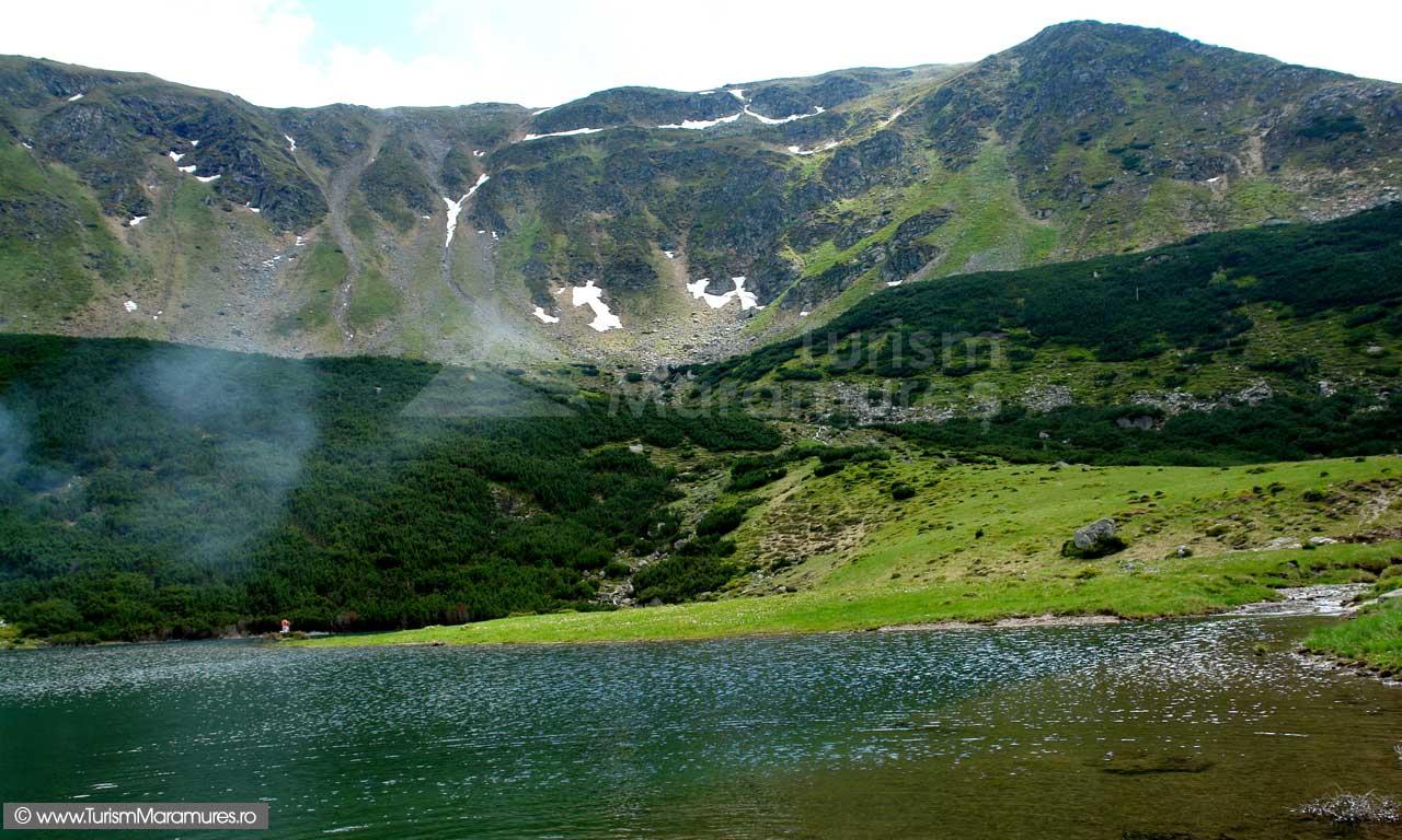 Izvorul Bistritei Aurii sau Taul Știol - Traseu turistic: Borșa: Munții Rodnei – valea Negoiescu – Căldarea Puzdre – Șaua Galațului – Tăul Știol – Complexul Turistic Borșa