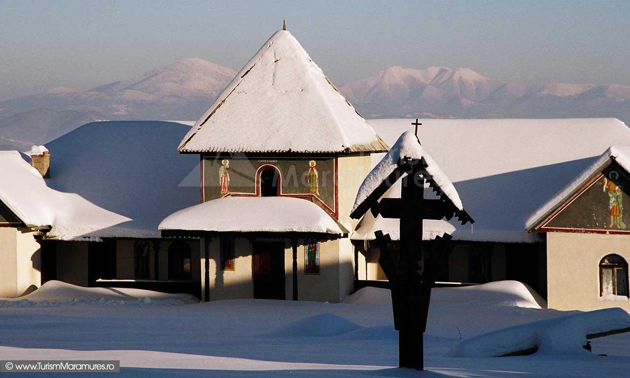 Manastirea Satra, Maramures, iarna