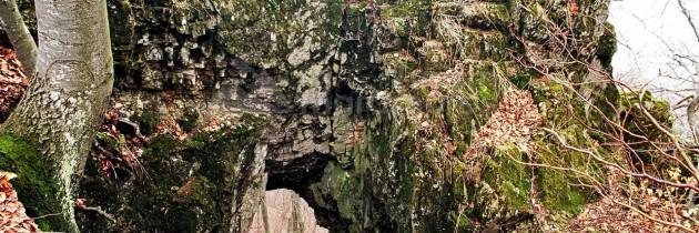 Cernești: Dealul Pietriș – Cascada Babei – Piatra lui Avram – Poarta Pintii