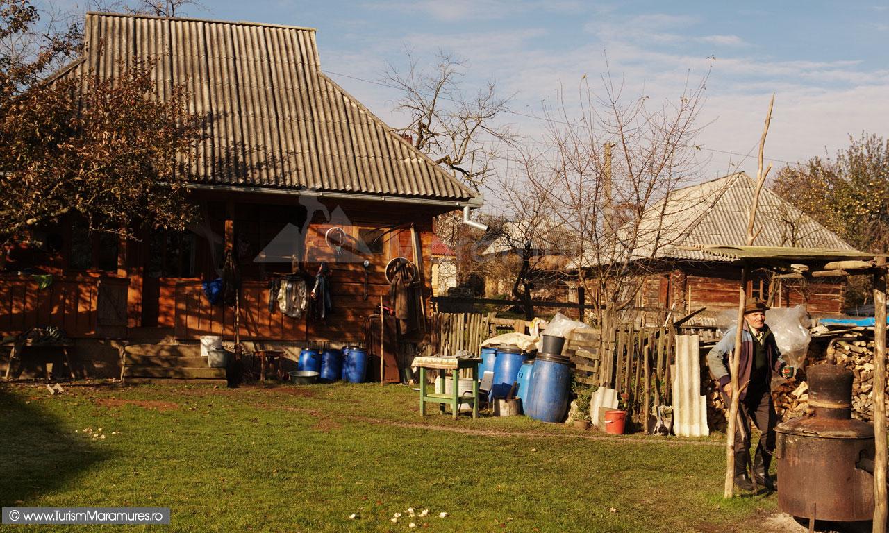 Start la fiertul horincii de prune in Libotin, Maramures