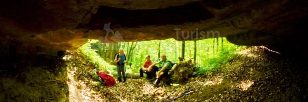 Defileul Lăpușului (Buteasa): De la Casa Zmăului, pe Valea lui Uris, la peștera Curtea Capitanului