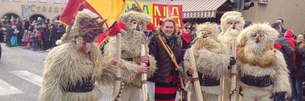 Maramureșeni costumați în draci au făcut spectacol la carnavalul din Laives