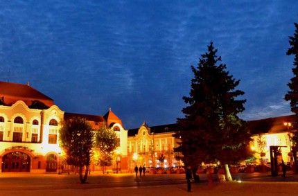 Centrul Vechi și Piața Cetății din Baia Mare, dezvăluite în lumina apusului tomnatic