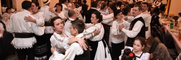 VIDEO: Danț la șură în Groși, în a doua zi de Rusalii