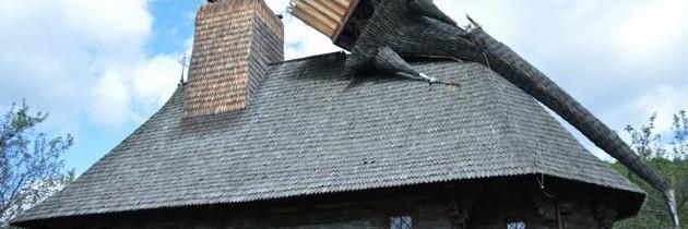 Biserica de lemn din Muzeul Satului Baia Mare și alte obiective turistice, calamitate în Maramureș