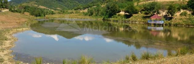 Țara Lăpușului, la bisericile din Poiana Botizii și Lăschia, apoi la lacurile Zâmbrița